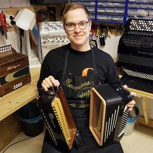 Janne Vänskä harmonikkarakennuksen artesaani